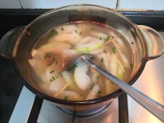 冬瓜花蛤汤,搅拌均匀,开大火煮开即可关火