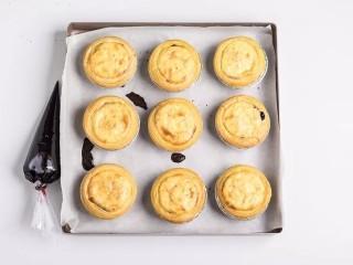 脏脏蛋挞,放入预热好的烤箱,200度烤25分钟