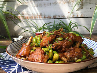 毛豆烧鸭翅,一盘鲜美滋补又下饭的毛豆烧鸭翅就做好了