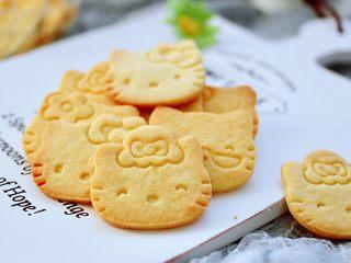 KT黄油蛋黄饼干,香酥可口又颜值担当,我家宝贝喜欢的不得了,嘻嘻,都不舍得吃了。