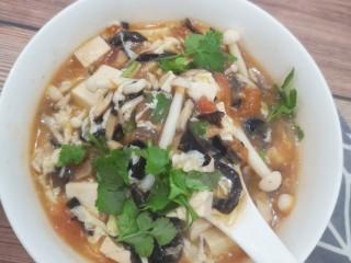 菌菇豆腐汤,来个近照,满满的料😋