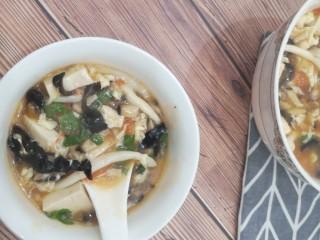 菌菇豆腐汤,味道还不错😁