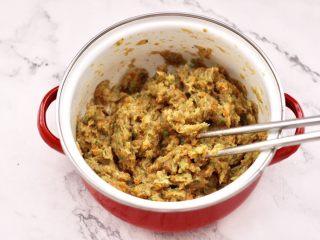 鸡肉西兰花肠,把所有的食材调料,混合顺时针上劲搅拌均匀。