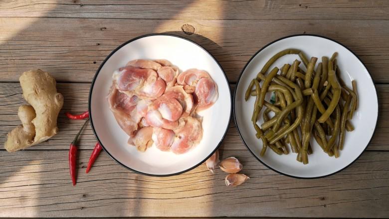 酸辣鸡胗,准备食材。