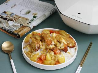 爆浆鸡排,鱼鱼有时候做好还会超一份咖喱,盛一碗米饭,这不就是咖喱鸡排饭了么~还爆浆版的呢!~嘻嘻。