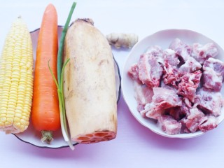 莲藕排骨汤,准备好所有食材。