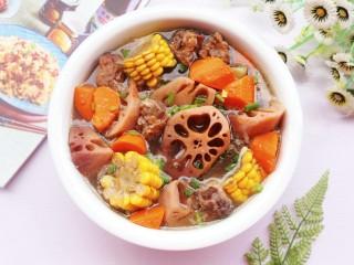 莲藕排骨汤,天冷了,多煲汤给家人喝吧~