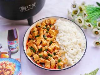 红烧豆腐盖饭,无敌下饭。