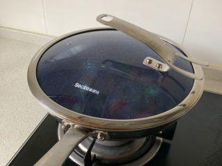 番茄炖牛腩,大火烧开后转小火慢炖70-90分钟。