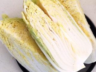 韩式辣白菜,把大白菜切成4块