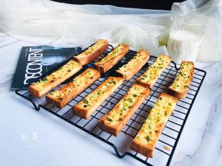 简单几步,做出媲美面包店的蒜香面包条,成品