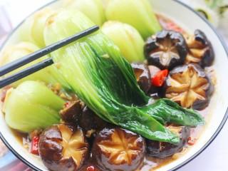 香菇油菜,来一口。