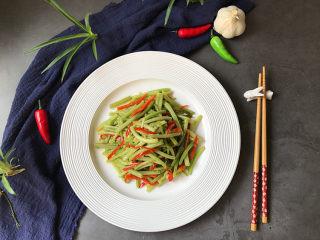 山芋藤炒辣椒,出锅装盘