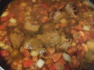 大块牛肉罗宋汤,水要多加一些