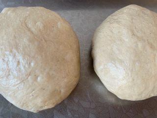 手撕面包,分两份