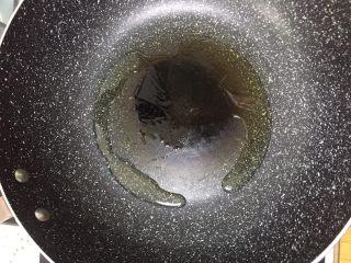 凉拌莴笋叶,锅入少许油