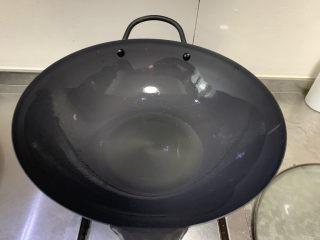 小黑包,锅里放油