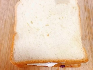 紫米面包,再盖一层土司片