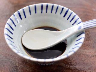 照烧北豆腐,碗里再倒入3勺矿泉水,混合搅拌均匀,这样调料汁就做好了。