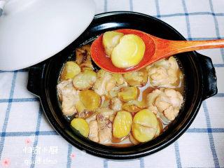 板栗烧鸡翅,板栗香甜软糯,鸡翅鲜美,略微有些汤,喝起来暖洋洋的!