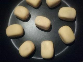 紫薯芝士仙豆糕,放入平底锅小火烙制。