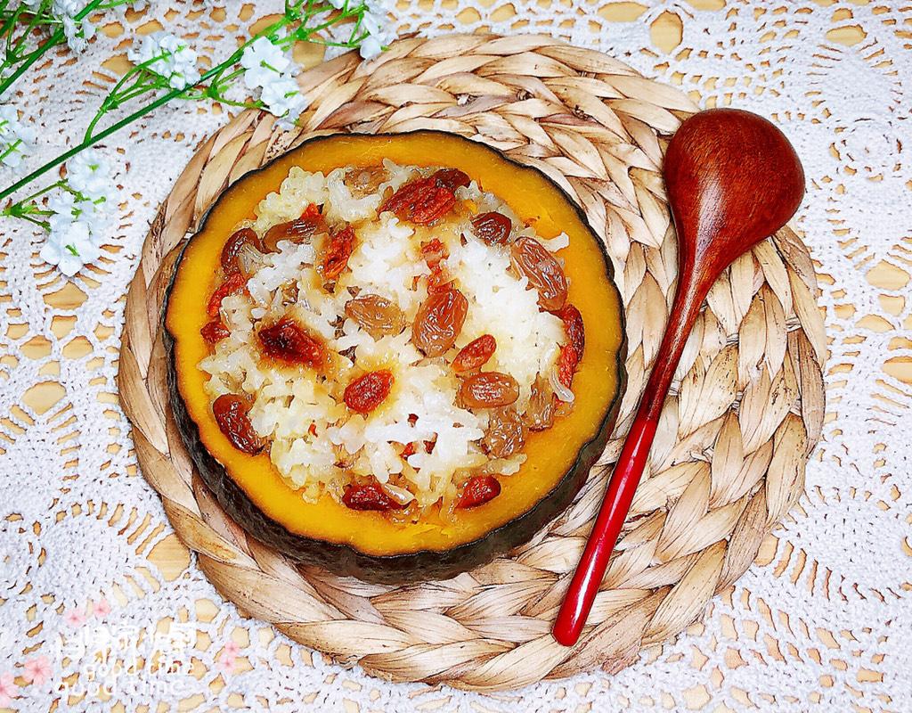 糯米南瓜盅,一碗香甜软糯的糯米南瓜盅就做好了!是不是很吸引人!</p> <p>