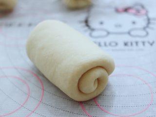 波兰种牛奶吐司,然后把面皮卷三卷,胖乎乎圆滚滚的好可爱。