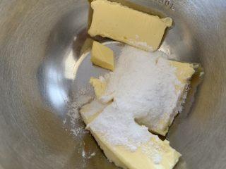 奶酪饼干,糖粉分两次加入黄油打发