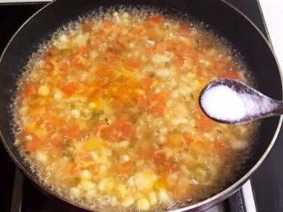 西红柿面疙瘩,烧开后熟3分钟,加入精盐