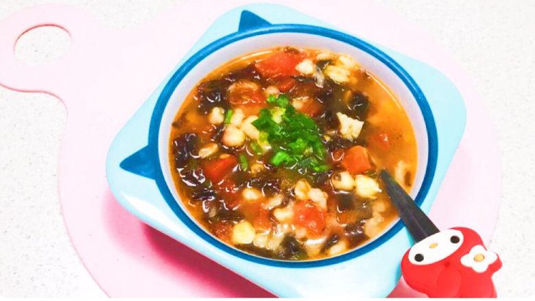 西红柿面疙瘩,这道西红柿面疙瘩,用纯牛奶和面,奶香浓郁,又加入了甜玉米粒和紫菜,食材多样,营养丰富,老少皆宜~