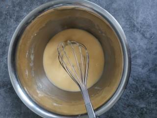 千层福袋蛋糕,筛入粉类,拌匀
