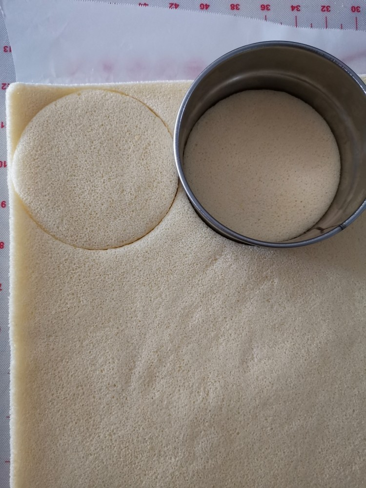 千层福袋蛋糕,切模 2个4寸大小,一个比4寸小点为一组