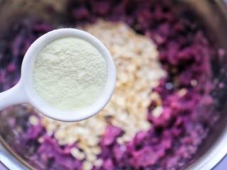 紫薯燕麦饼,加入澳优淳璀妈妈奶粉。