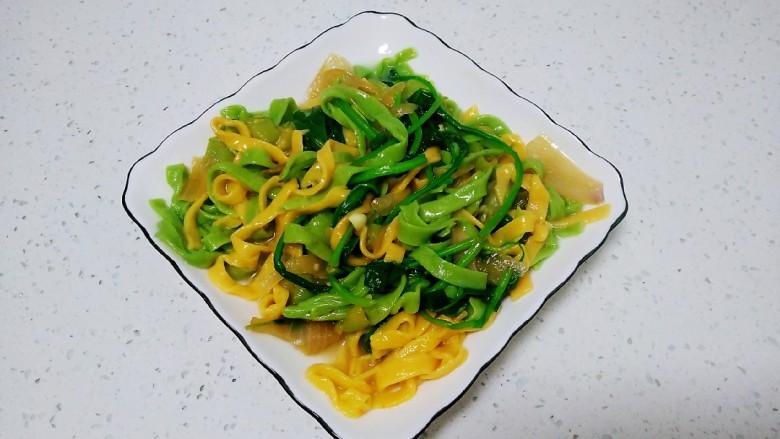 皮菜拌双色手擀面