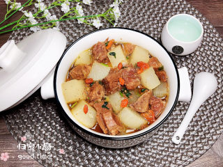 萝卜牛腩煲,一碗暖洋洋的萝卜牛腩煲就做好了,搭配米饭、面条吃,都是极佳的美味。
