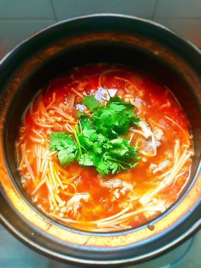 金针菇番茄肥牛锅