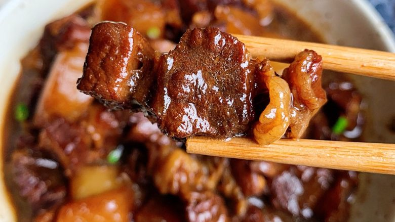 萝卜牛腩煲,某人的最爱,一口一个