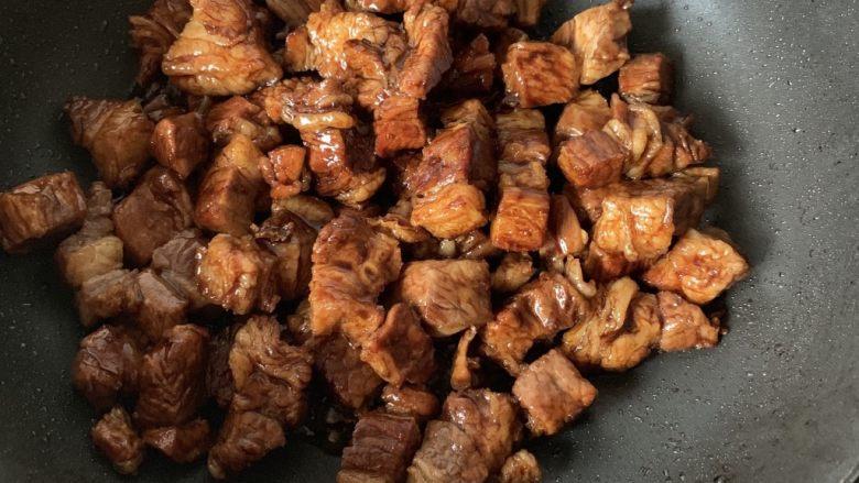 萝卜牛腩煲,翻炒均匀