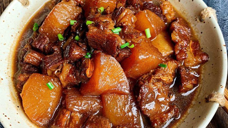 萝卜牛腩煲,简单又美味的萝卜炖牛腩,香气四溢啊,隔壁小孩都馋哭了😂!