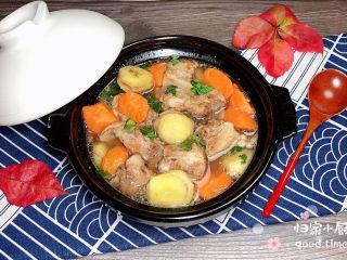 板栗排骨汤,一碗营养的板栗排骨汤就上桌了。