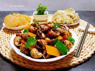 彩椒辣酱炒花螺,搭配猪肉水饺和水果就是好完美哦