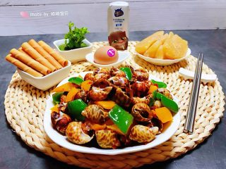 彩椒辣酱炒花螺,丰盛的早餐会让人心情十分愉快
