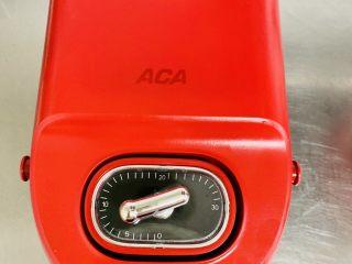 华夫饼,轻轻盖上机器加热7分钟左右。