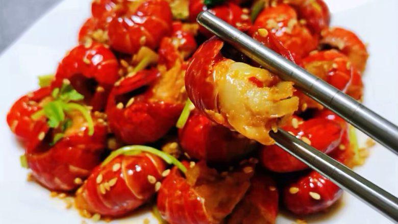 蒜蓉辣椒酱炒龙虾尾,小龙虾肉质鲜嫩可口回味无穷