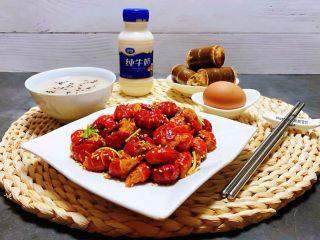 蒜蓉辣椒酱炒龙虾尾,早餐不但要丰盛更重要的营养健康哦