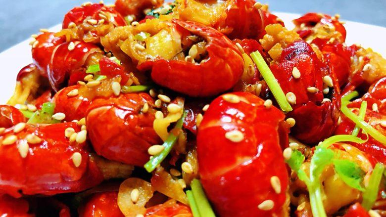 蒜蓉辣椒酱炒龙虾尾,小龙虾超级好吃已经停不下来了