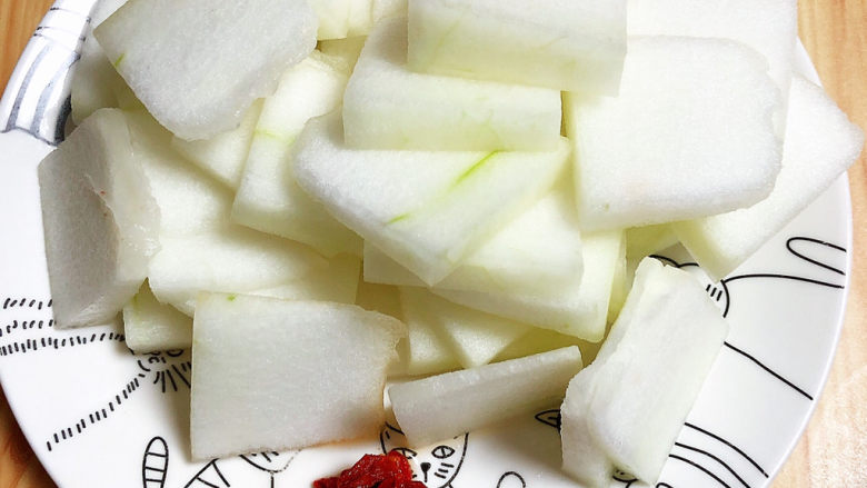 冬瓜炒虾仁,冬瓜切片儿待用。
