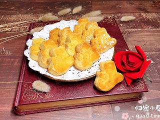 咸蛋黄饼干,咸香酥软的咸蛋黄奶酥饼干就做好了。