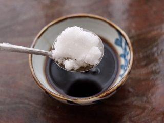 蔓越莓烩日式豆腐,再加入<a style='color:red;display:inline-block;' href='/shicai/ 3729/'>白糖</a>和盐。