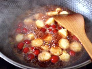 蔓越莓烩日式豆腐,这个时候放入煎好的豆腐。